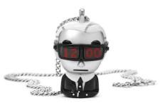 La collana-orologio Karl Lagerfeld