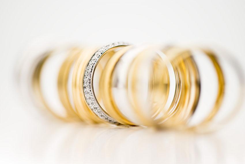 如何选择订婚戒指