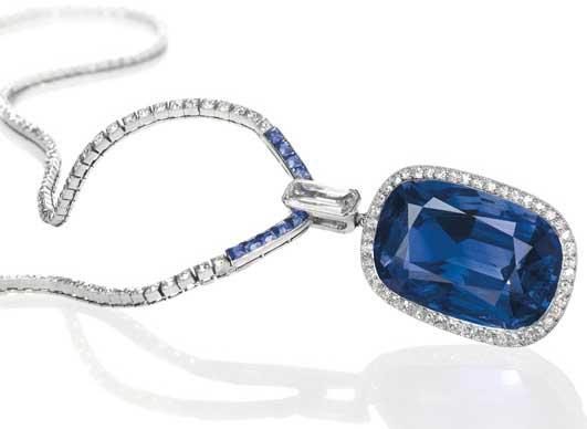 Zaffiri e diamanti, intorno al 1910, Cartier. Stima: 255.000-358.000 dollari. Diode SA di Ginevra