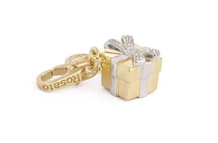 Charm in argento placcato oro 18K con zirconi bianchi