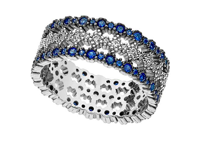 Collezione Sogni: Oro 750‰. Diamanti P.Ct. 42 Col. G Purezza SI. Zaffiri blu Ct. 0,84