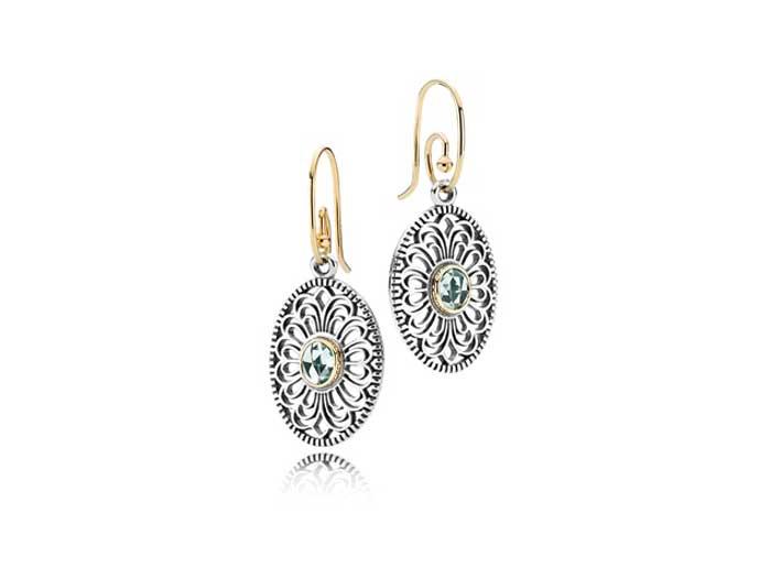 Orecchini Pandora in argento e oro 14k con spinello verde. Prezzo: 249 euro.Più monachelle in oro 14k: prezzo 169