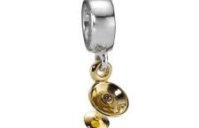 Charm Pandora Cocktail in oro 14k con granato. Prezzo: 169  euro