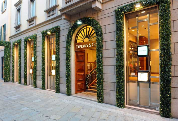 La boutique Tiffany di via Spiga, a Milano