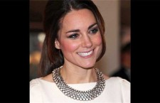 Kate Middleton con la collana di Zara
