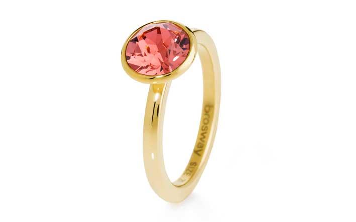 L'anello del Tring-Valentine's day. È realizzato in acciaio anallergico 316L e cristallo Swarovski con sfumature sfaccettate che virano dal rosso corallo, al rosso carminio, al rosé.