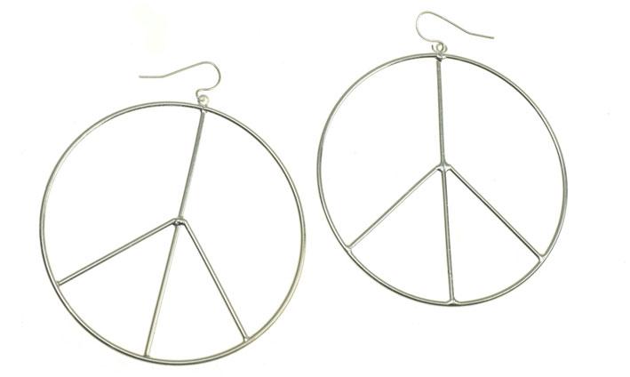 Orecchini Pace, in argento. Prezzo: 4,99 euro