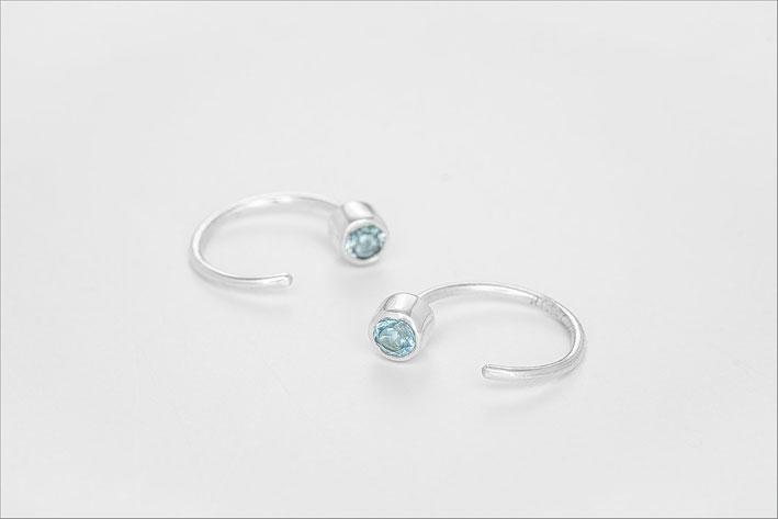 Orecchino in argento e topazi blu