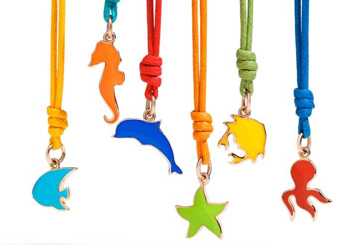 Dodo con cordini colorati e colori sgargianti. Prezzo: 135 euro