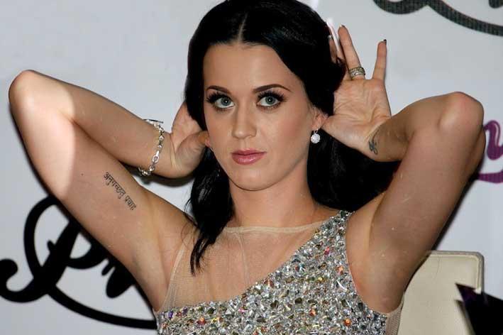Katy Perry con orecchino