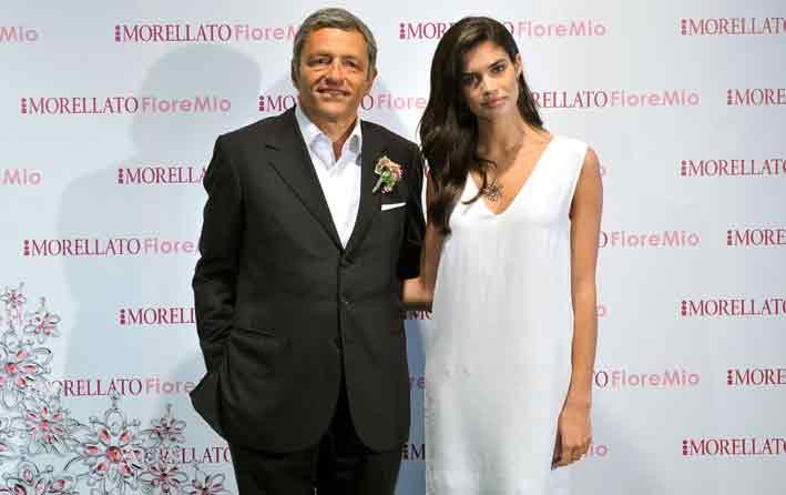 Massimo Carraro, ceo di Morellato, con Sara Sampaio