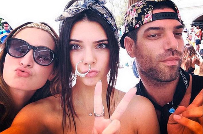 L'attrice e modella Kendall Jenner su Instagram con un enrome anello al naso