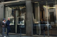 La boutique Van Cleef & Arpels in via Verri, a Milano