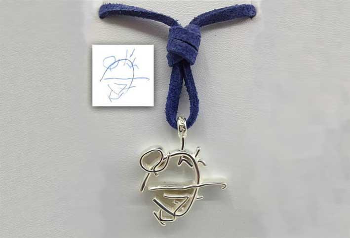 Un pendente realizzato dal disegno di un bambino