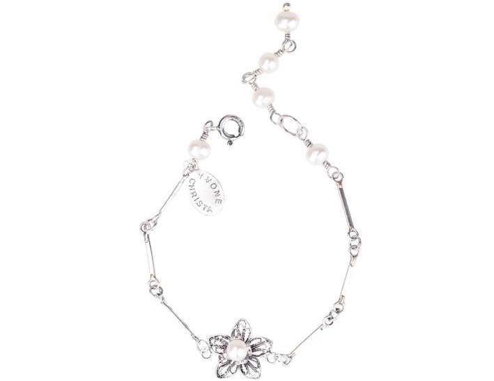 Bracciale in argento brunito con perle. Prezzo: 205  euro