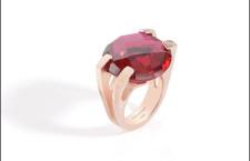 Anello Brightness con quarzo idrotermale, argento rosé. Prezzo: 175 euro