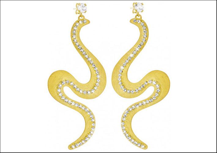 Orecchini serpente pendenti, metallo placcato oro e cristalli. Prezzo: 79,90