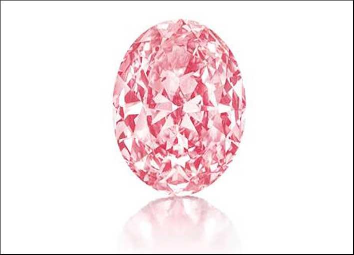 Vivid Oval Pink, diamante rosa taglio ovale 5,5 carati. Stima: 6.5-7.5 milioni di dollari. Prezzo finale: 9.573.000 milioni di dollari