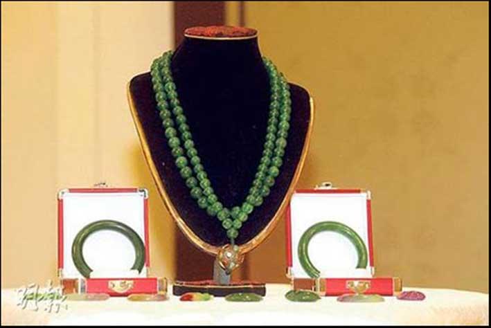 La collana di giada valutata oltre 100 milioni di dollari. La base d'asta è di 28 milioni