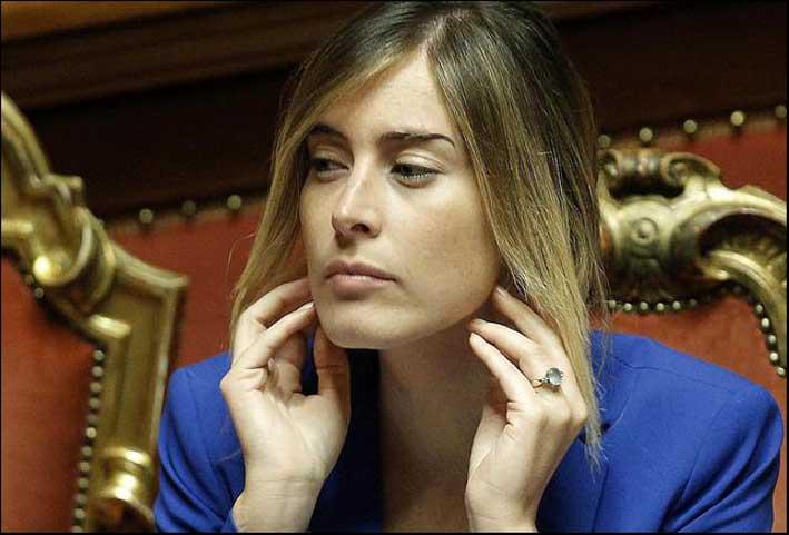 Maria Elena Boschi al Senato, con anello