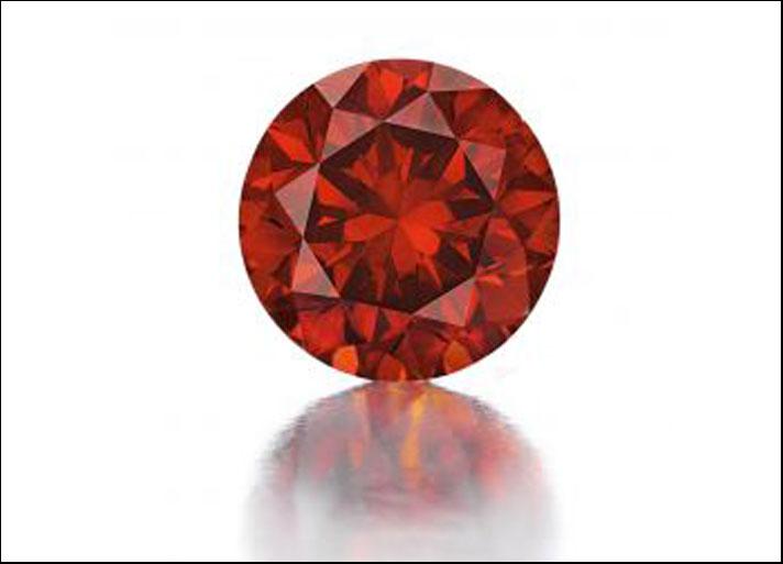 Il diamante rosso De Young con taglio a brillante