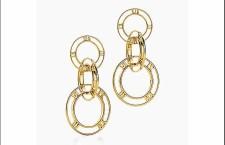 Tiffany collezione Atlas: orecchini pendenti tripli in oro 18 carati. Prezzo: 1.900 euro