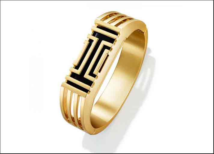Bracciale Fitbit Flex in ottone griffato Tory Burch. Prezzo su Amazon: 195 dollari