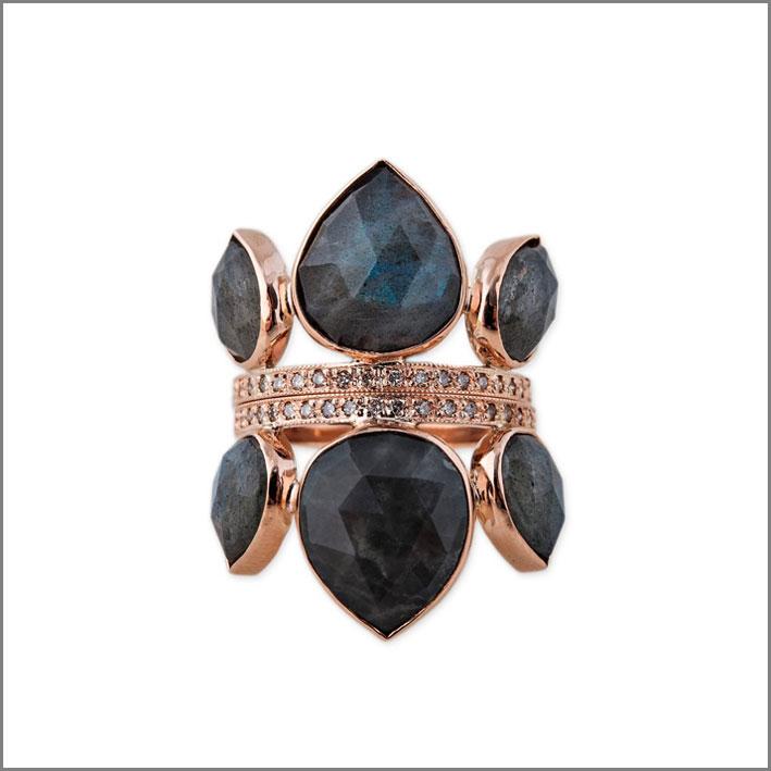 Anello con pavé di diamanti e labradorite