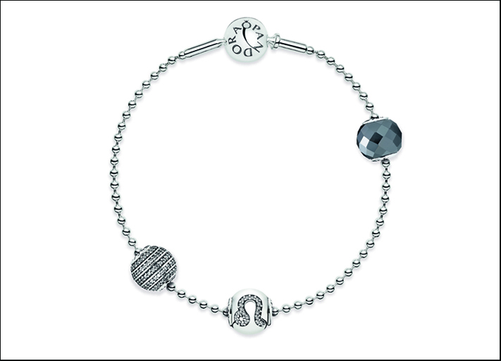 Il bracciale con i charm Leone, Courage e Confidence della Essence Collection di Pandora