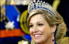 Maxìma d'Olanda con la tiara e gli orecchini della parure di zaffiri