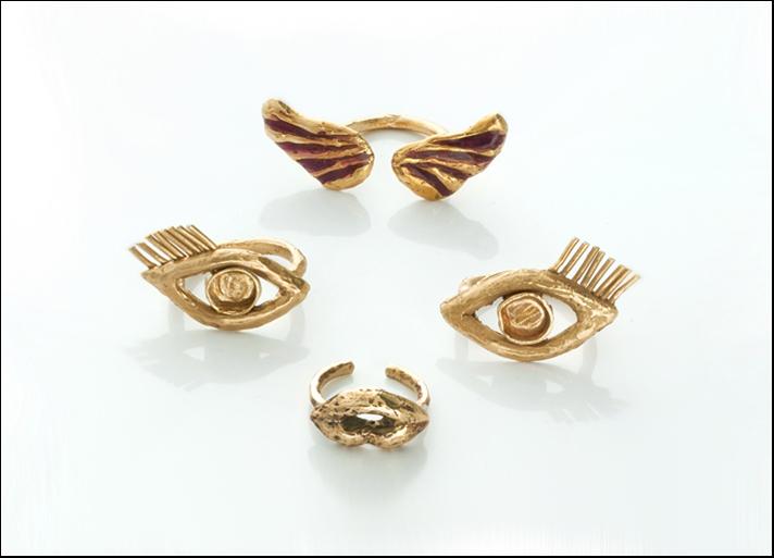 Giulia Barela, anelli in bronzo. Prezzi: ali 95 euro, bocca 65 euro e occhi 140 euro