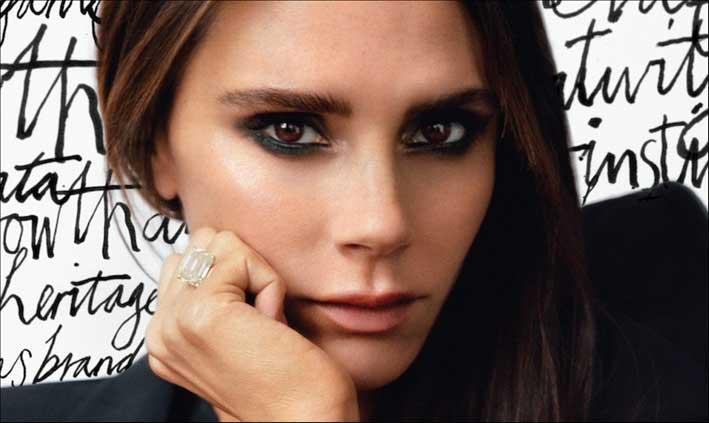 Victoria Beckham con uno dei 13 anelli