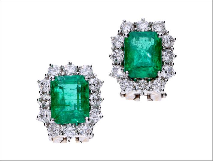 Orecchini con smeraldi colombiani a noleggio con Jewmia
