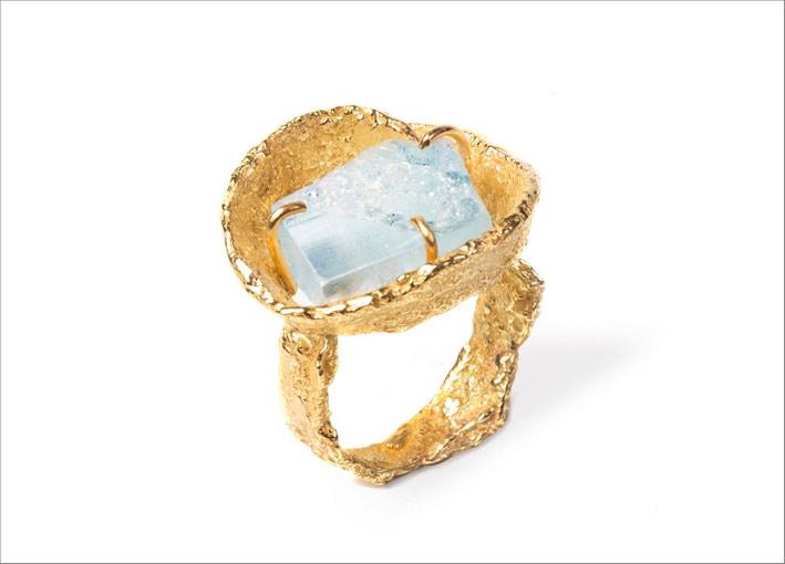 Anello in oro con acquamarina