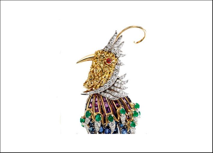 Spilla Uccello del paradiso, di proprietà di un emiro. Platino, oro 18 carati, pietre colorate, diamanti, . Firmata Schlumberger for Tiffany. Datata 1963