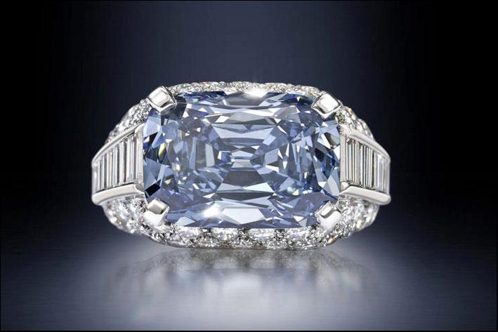 L'anello Trombino con diamante Blu di Bulgari