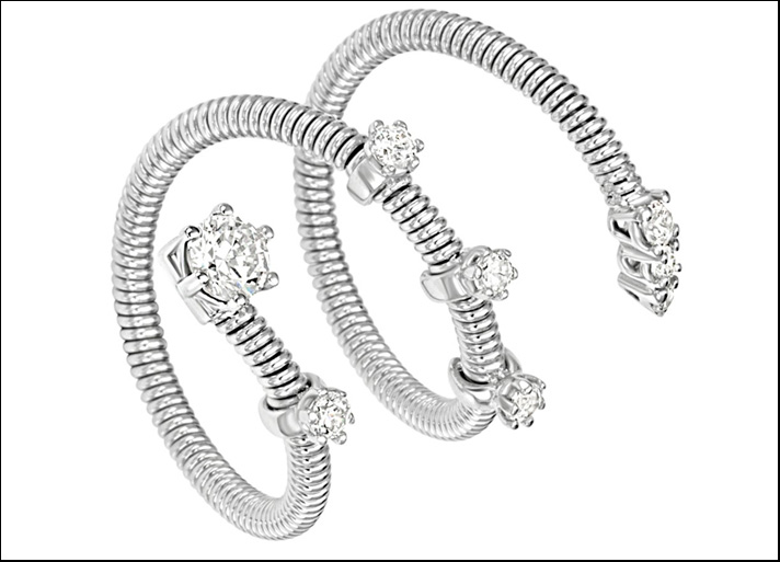 Silver light: anello in argento triplo giro con  zirconia cubica. Prezzo: 119 euro