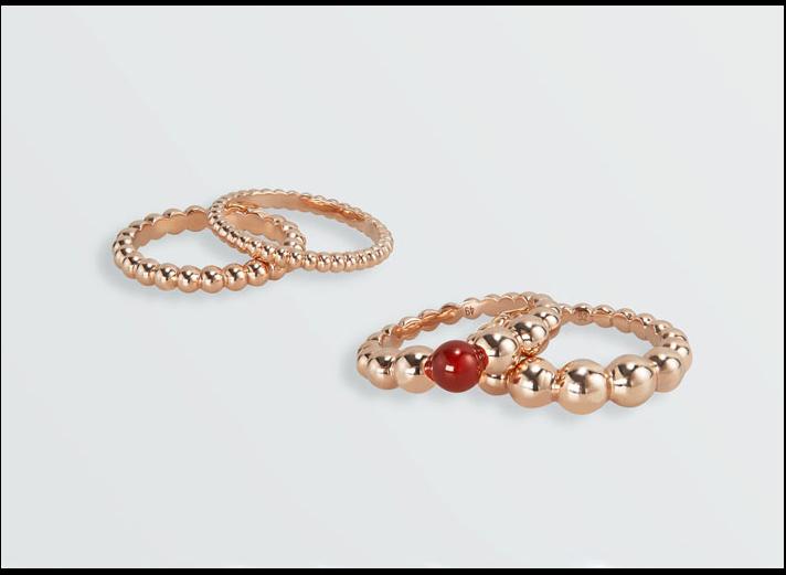 Collezione Perlée di Van Cleef &Arpels, anello in oro rosa e corniola