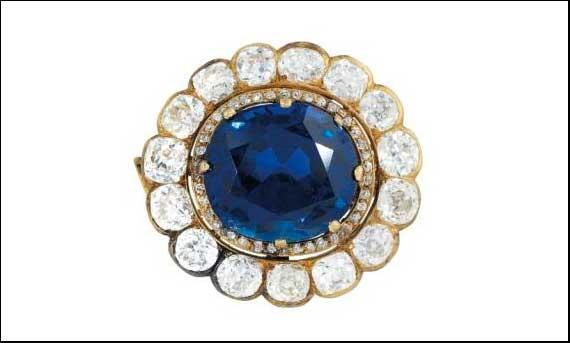 Pendente con zaffiro royal blu birmano con diamanti. Stima: 250-360mila euro