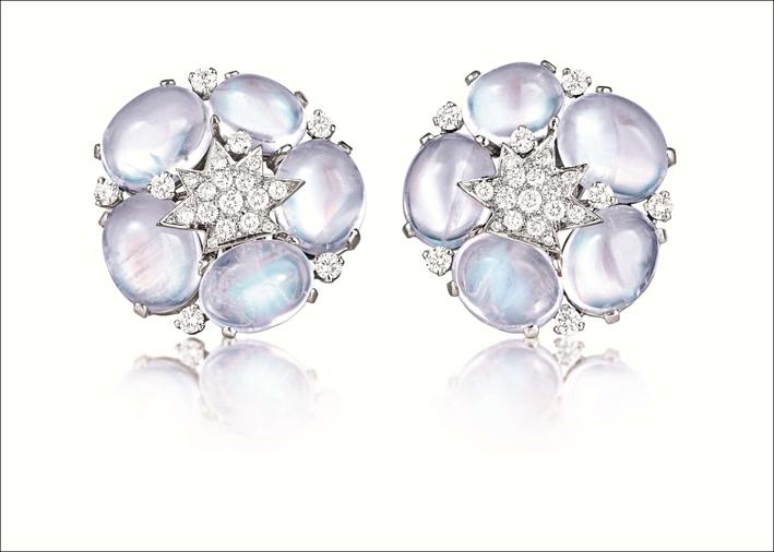 Clip con pietra luna, diamanti e platino