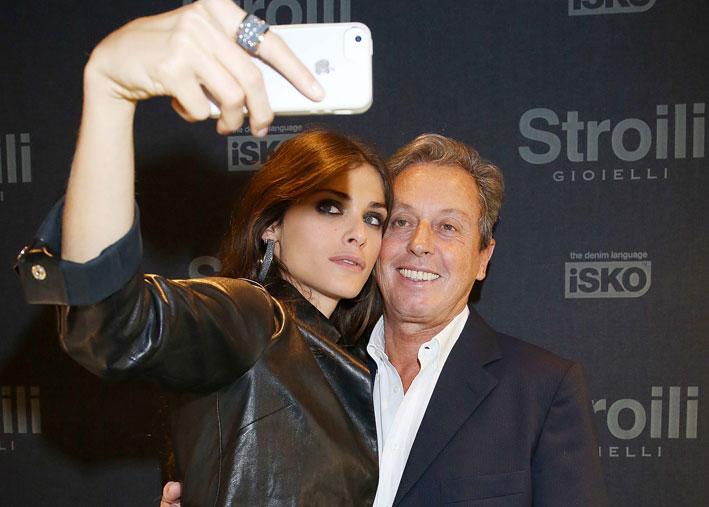 Selfie d'ordinanza di Elisa Sednaoui e il ceo Maurizio Merenda