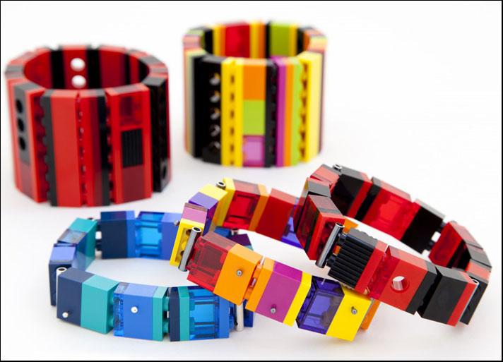 I bracciali con i mattonino Lego di Emiko Oye