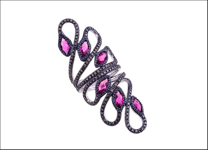 Marta Paolillo, anello con diamanti neri e zaffiri rosa