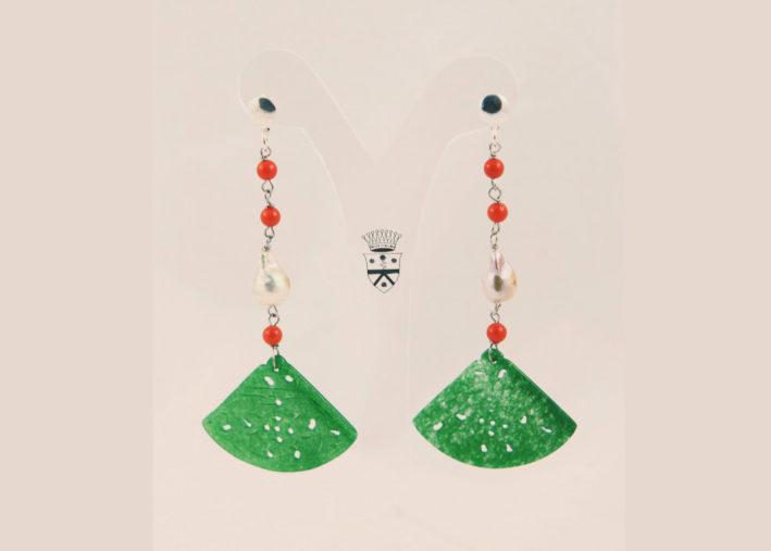 Orecchini in argento con giada, perle e coralli di Birmania