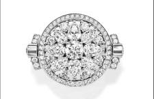 Anello Secret Wonder reversibile con 349 diamanti taglio brillante, marquise, a forma di pera per circa 8,78 carati complessivi, montati su platino.