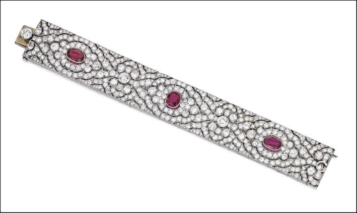 Bracciale di platino con diamanti e rubini venduto per 149mila dollari
