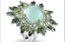 Damiani Vivaldi, anello Primavera in oro bianco con crisoprasio verde tagliato cabochon, tormaline e peridoti verdi e diamanti bianchi