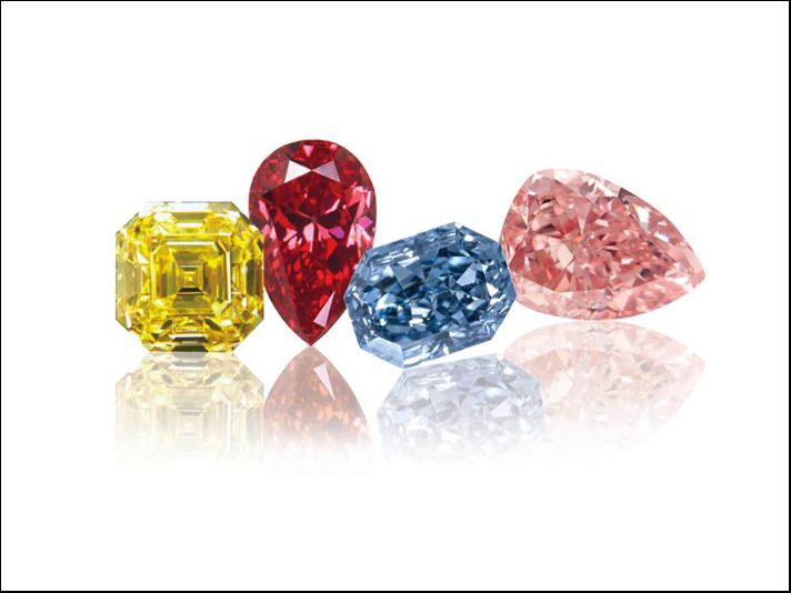 Diamanti colorati di diversi tagli e colori