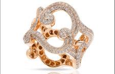 Fabergé Rococo, anello Lace in oro rosa con diamanti bianchi taglio rotondo. Prezzo: 9 mila euro