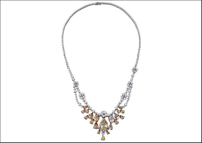 La collana Sahara di Stefan Hafner. Diamanti, oro bianco e Danburite